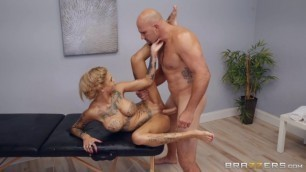 Husband and Wife Sex Bonnie Rotten A Massage For Bonnie Brazzers