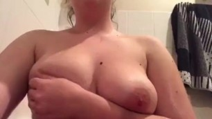 Chubby girl plays with nipples and pussy in bath