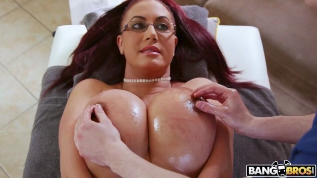 Emma Butt Big Tit and Big Ass Step Mom Gets a Massage MomIsHorny