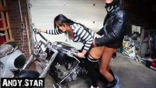 Joggingschlampe mit Motorrad abgeschleppt und AO ihre Fotze besamt